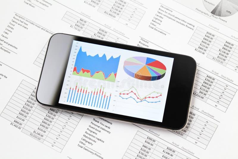 Grafische grafiek op mobiel stock afbeelding