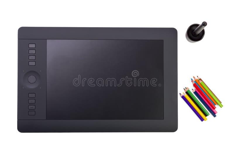 Download Grafische Tablet En Kleurrijke Potloden Op Witte Achtergrond Stock Illustratie - Illustratie bestaande uit raad, binnen: 39113143