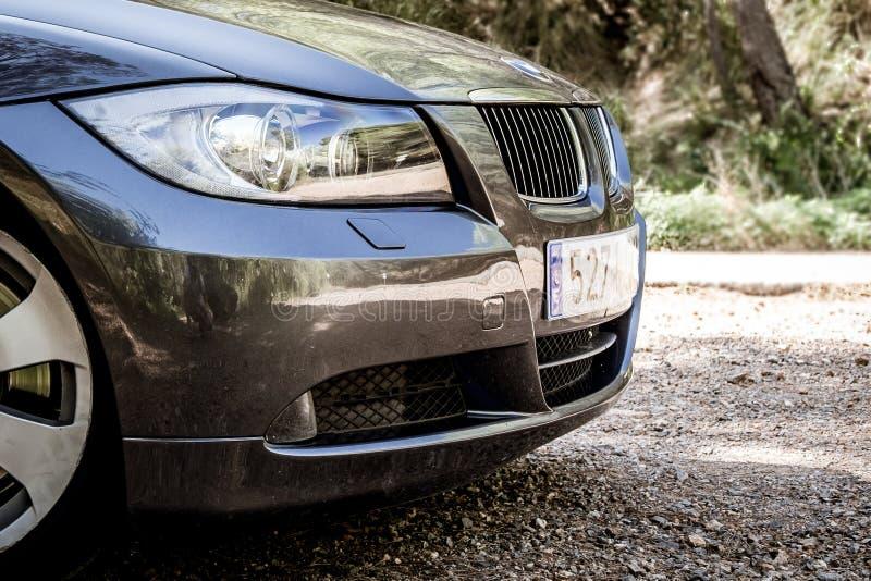 Grafite scintillante di serie E90 330i di BMW 3 alla strada della montagna immagini stock