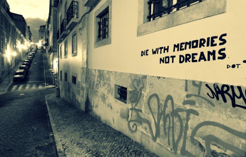 Grafitti i den gamla staden av Lissabon, Portugal arkivfoto