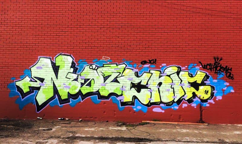 Grafitti i röd vägg royaltyfria foton