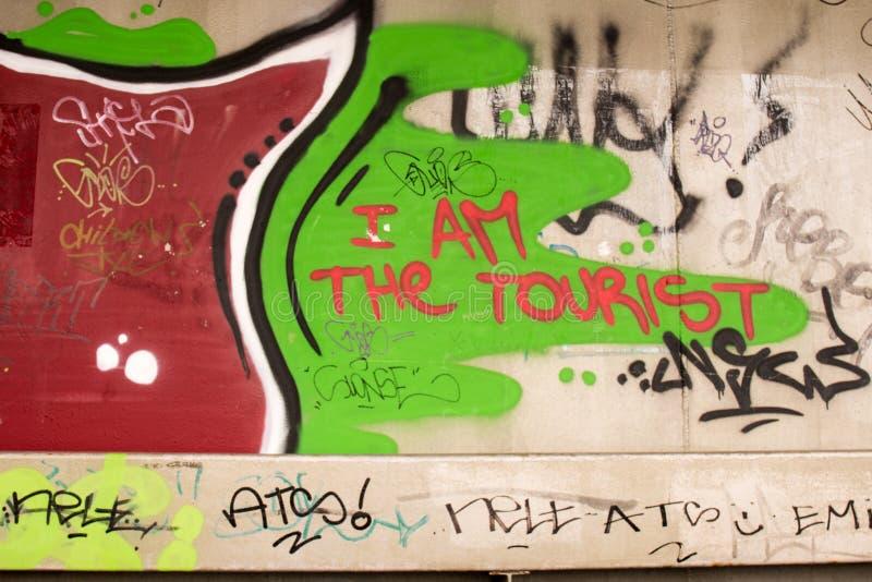 Grafitti - jag är turisten royaltyfria foton