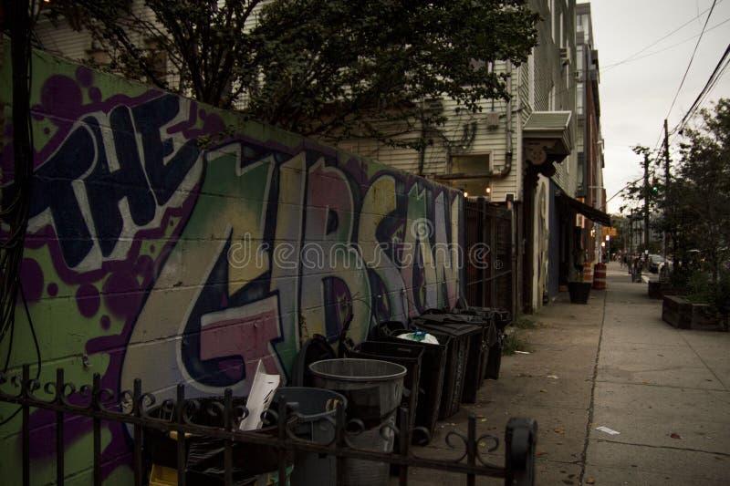 Grafitti på skymningen brooklyn New York arkivfoto