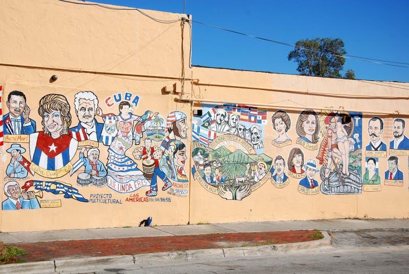 Grafitti på väggen av den lilla havannacigarren fotografering för bildbyråer