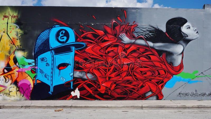 Grafittigatakonst i den Wynwood grannskapen av Miami arkivfoton