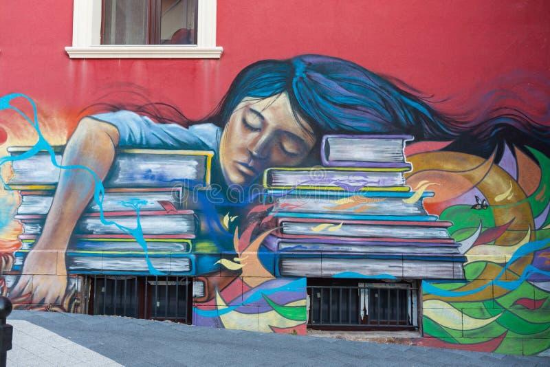 Grafittis bonitos da arte da rua Cores criativas abstratas da forma do desenho nas paredes da cidade Contemporâneo urbano imagens de stock