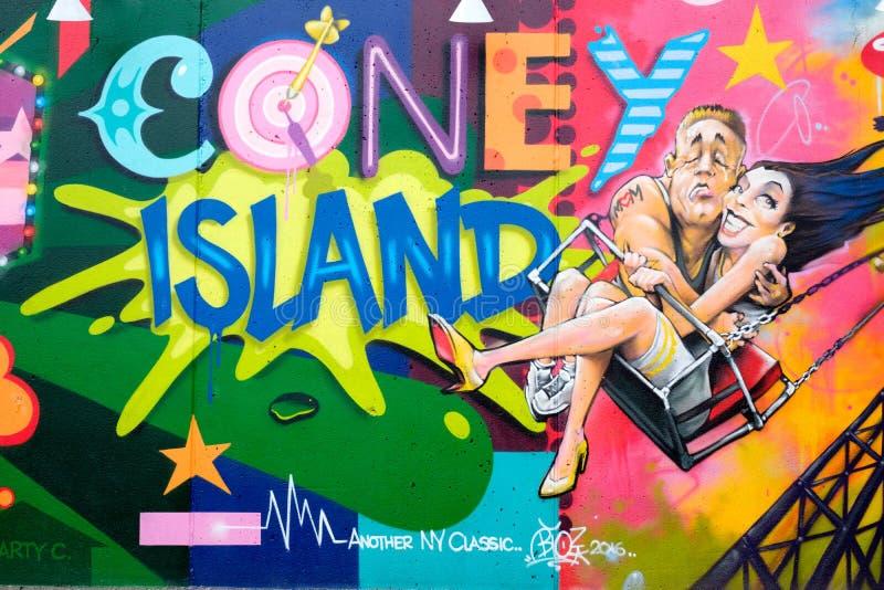 Grafittis coloridos em Coney Island em New York imagens de stock