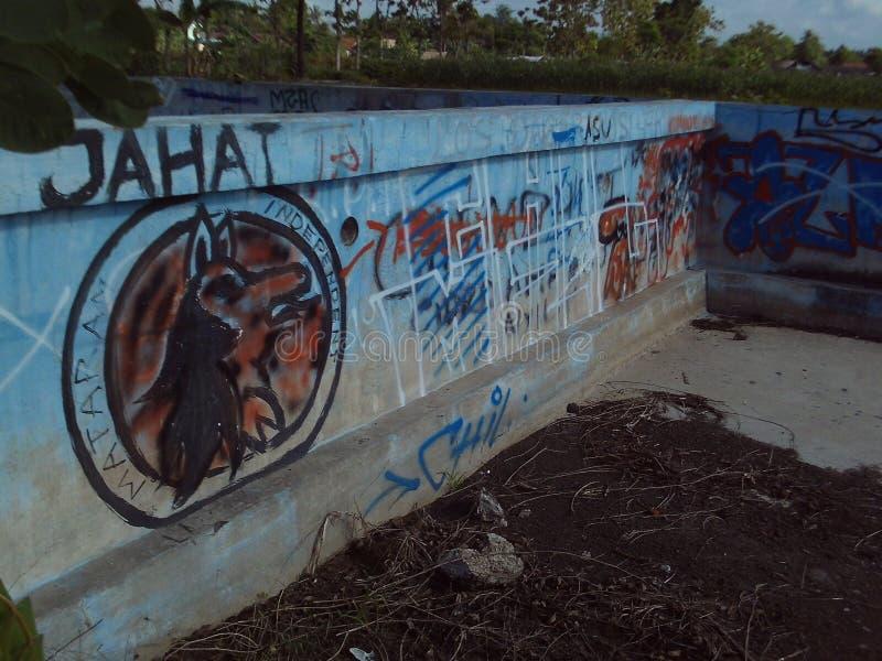 Grafittis da foto da parede do vandalismo fotografia de stock