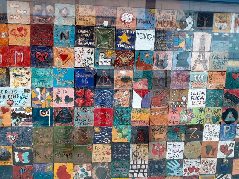 Grafittis de Desing das cores em Sisli Istambul imagem de stock