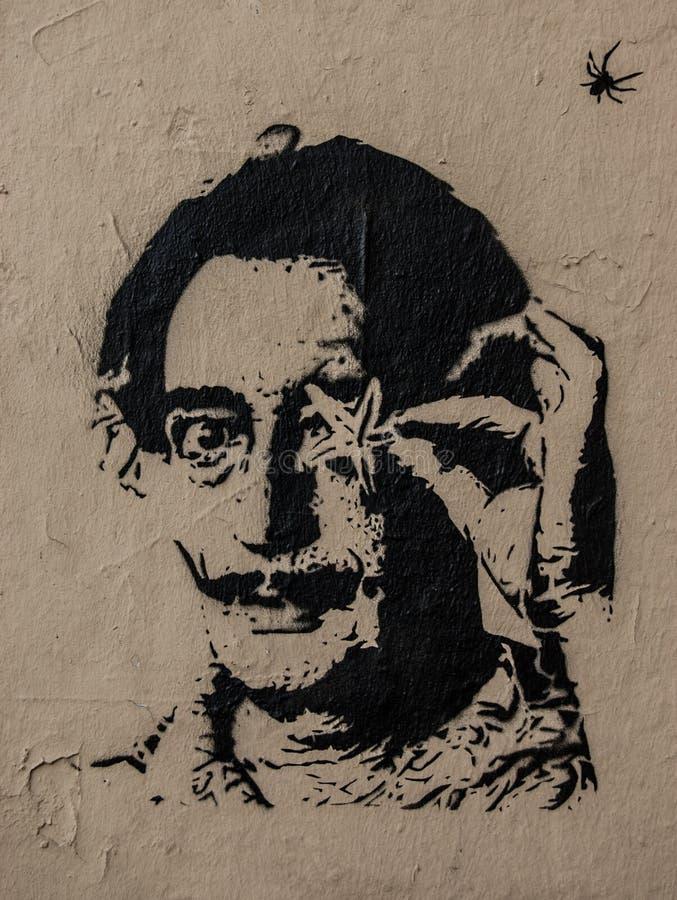Grafittis de Salvador Dali com starfish e aranha imagens de stock