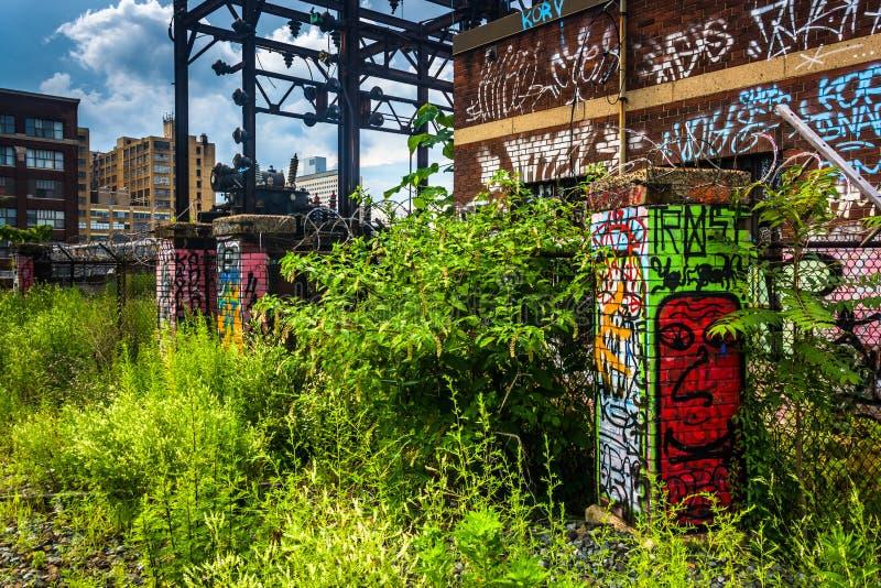 Grafittis e construções velhas vistos do viaduto da leitura em Phil fotografia de stock royalty free