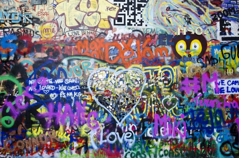 Grafittis e retrato de John Lennon foto de stock