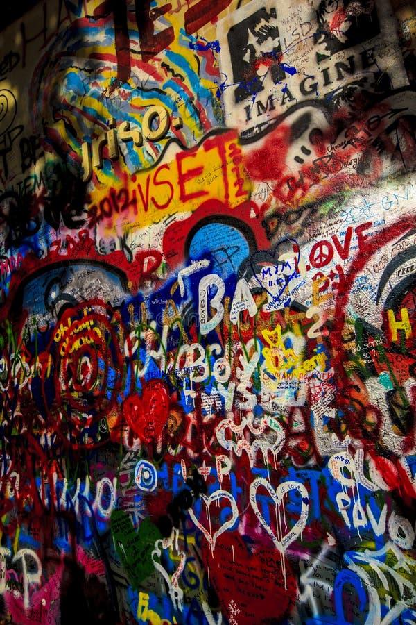 Grafittis em Lennon Wall fotos de stock