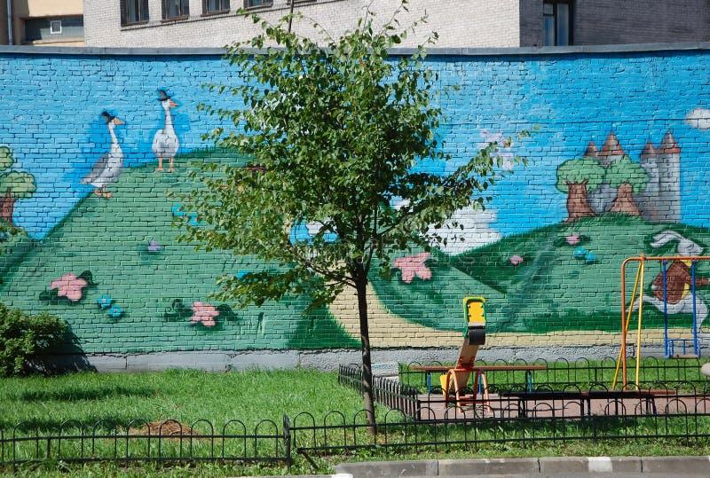 Grafittis em St Petersburg fotografia de stock