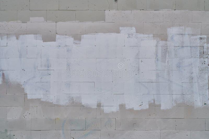 Grafittis manchados na parede imagem de stock