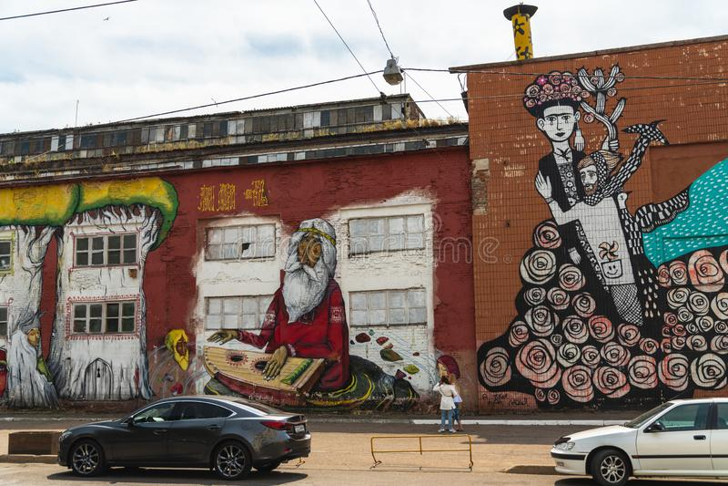 Grafittis, Minsk, Bielorrússia, rua de Oktyabrskaya, arte da rua feita pelo artista brasileiro Ramon Martins, rua de Brasil, arte fotografia de stock royalty free