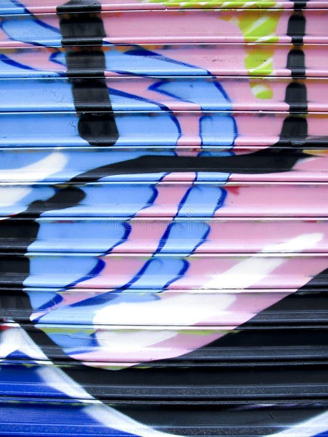 Grafittis na porta da garagem do metal imagem de stock royalty free