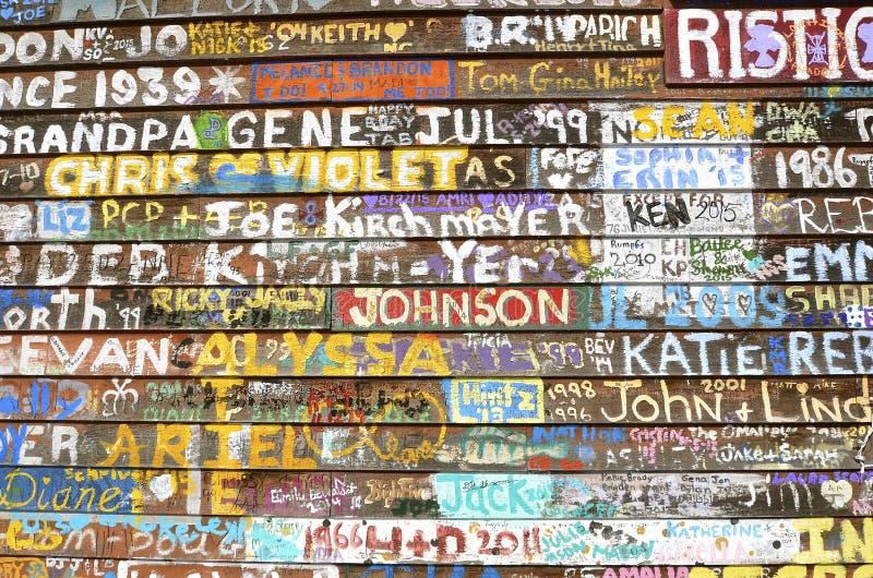 Grafittis pintados da assinatura foto de stock