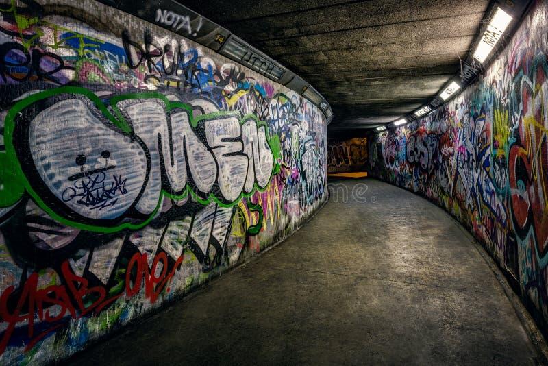 Grafittis subterrâneos da passagem imagem de stock royalty free