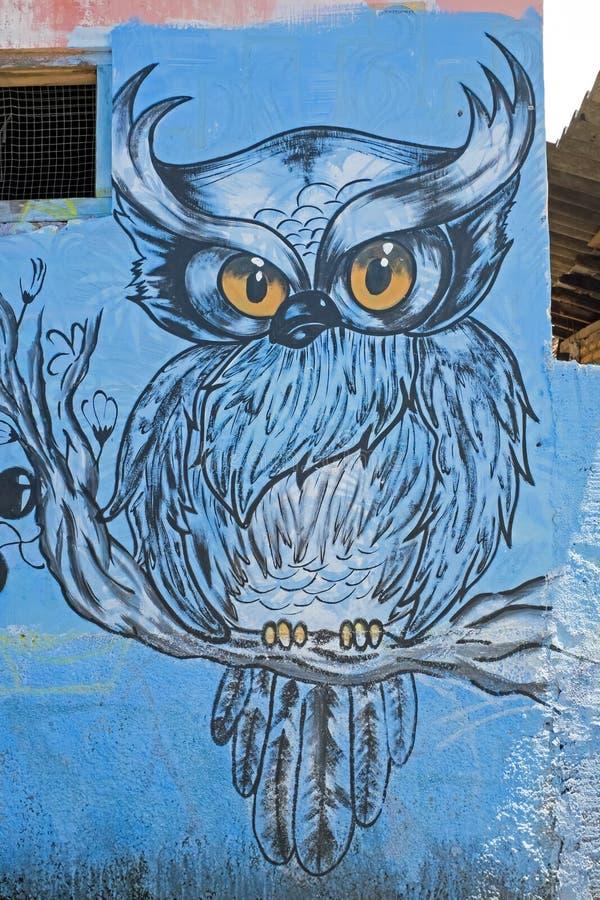 Grafittiuggla i gatorna på Java Indonesia royaltyfri foto