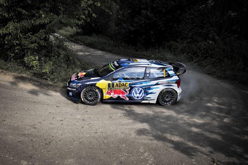 Grafschaft, Γερμανία - 22 Αυγούστου: Γαλλικός οδηγός SABASTIEN OGIER και το codriver του Julien Ingrassia σε ένα πόλο Ρ WRC του V στοκ φωτογραφία με δικαίωμα ελεύθερης χρήσης
