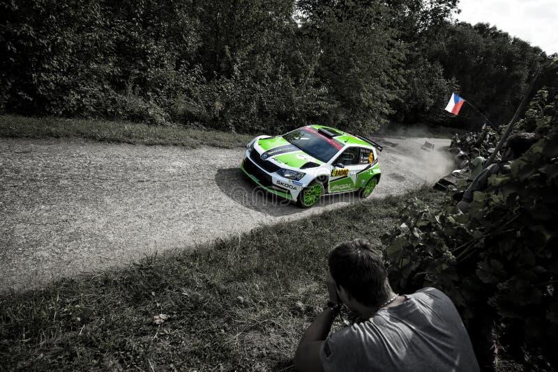 Grafschaft, Deutschland - 22. August: Tschechischer Fahrer Jan Kopecky und sein Beifahrer Pavel Dresler in Skoda Fabia R5 laufen  stockbild