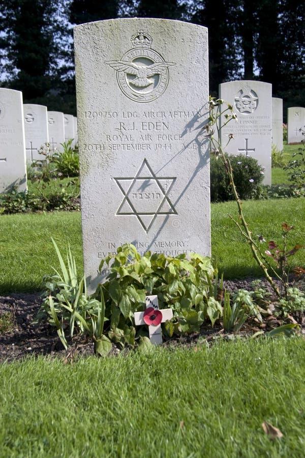 Grafsteen van legerdienst in Royal Air Force bij de Begraafplaats In de lucht in Oosterbeek royalty-vrije stock afbeeldingen