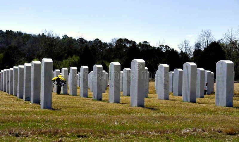 Grafstenen in begraafplaats royalty-vrije stock foto