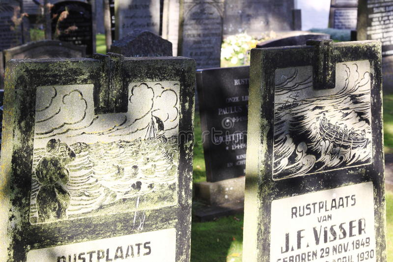 Grafstenen bij Hollum-Begraafplaats, Ameland, Holland stock afbeeldingen