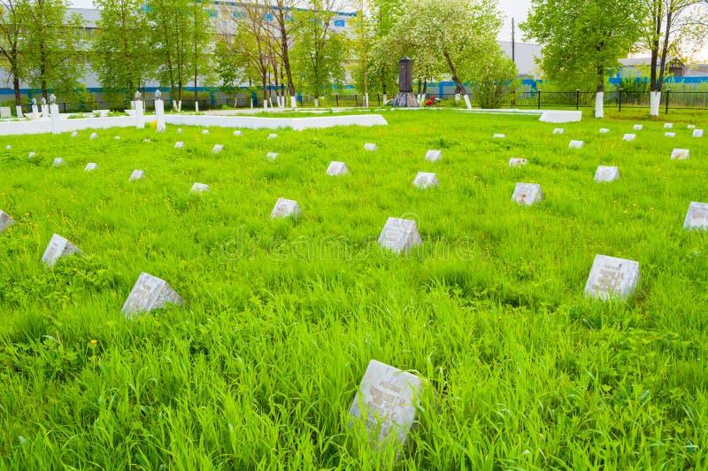Grafstenen van de herdenkings militaire begraafplaats van Kolmovo Veliky Novgorod, Rusland royalty-vrije stock afbeelding