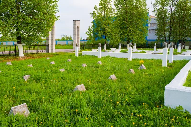 Grafstenen van de herdenkings militaire begraafplaats van Kolmovo Veliky Novgorod, Rusland royalty-vrije stock fotografie