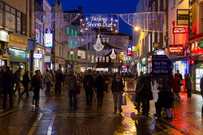 Grafton gata på natten. Dublin. Irland arkivfoton