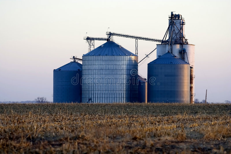 Grain elevator in the Midwest United States. Corrugated steel grain elevator located in Logan County near Lincoln, Illinois in Midwest United States stock images
