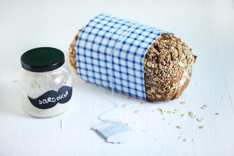 Grain entier de levain de Rye avec le pain de graines du Danemark photographie stock