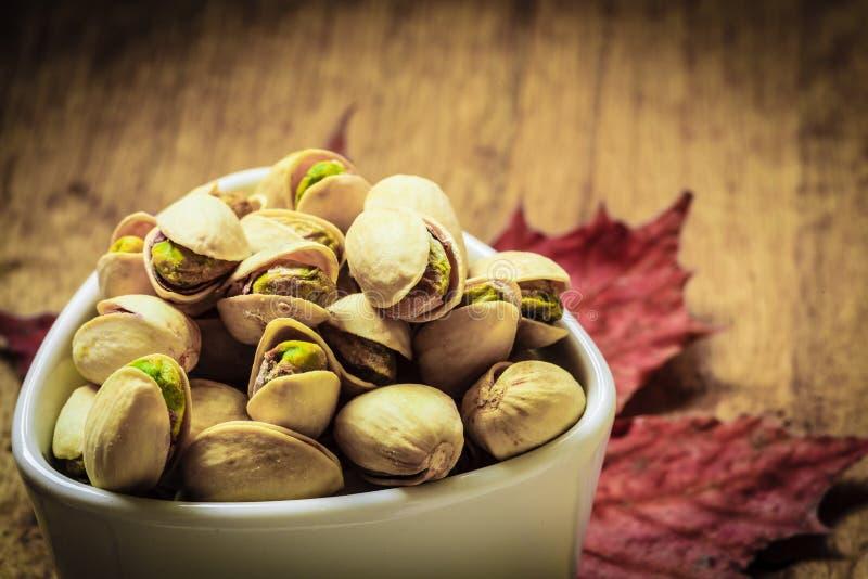 Graine rôtie de pistaches avec la coquille image libre de droits