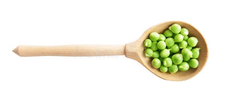 Graine végétale de pois dans la cuillère en bois d'isolement sur le blanc Concept de la consommation et du régime sains image stock
