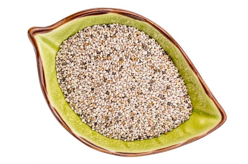Graines blanches de chia dans la cuvette en céramique photographie stock libre de droits