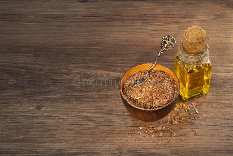 Graines de lin et pétrole image stock
