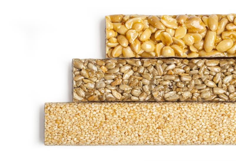 Graines de tournesol, sésame, arachides en sirop de sucre photo libre de droits