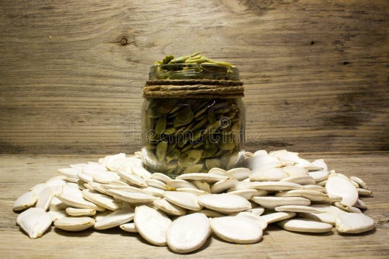 Graines et pot de citrouille photographie stock libre de droits