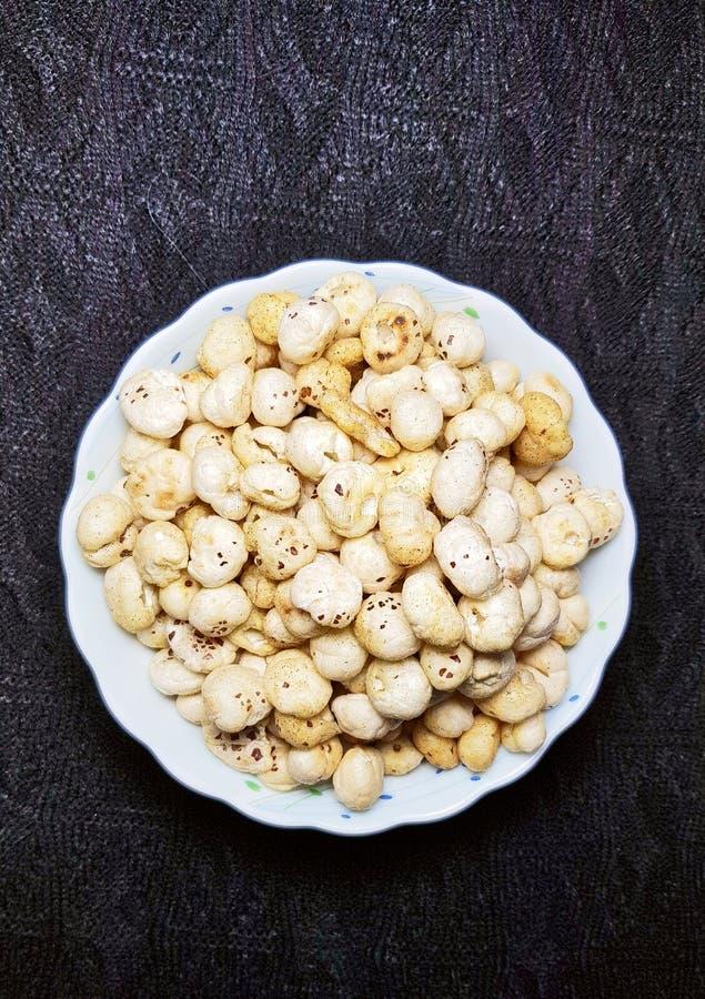 Graines frites et épicées de makhana ou de lotus photo stock