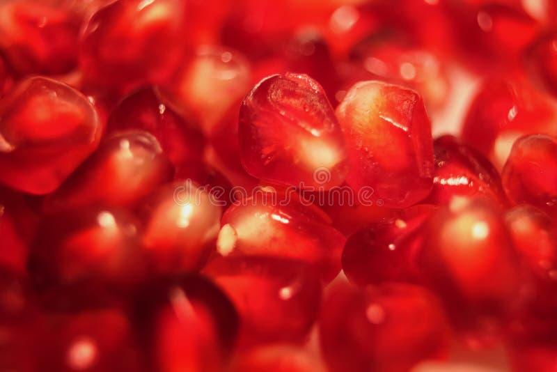 Graines juteuses fraîches rouges de grenade, nutrition écologique saine bonne pour le sang photos stock