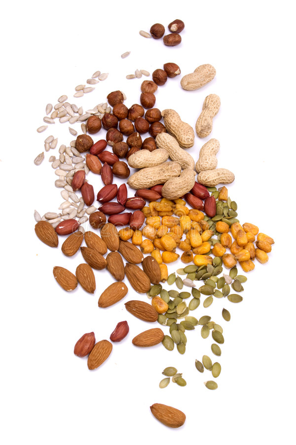 graines nuts d'isolement blanches photo stock