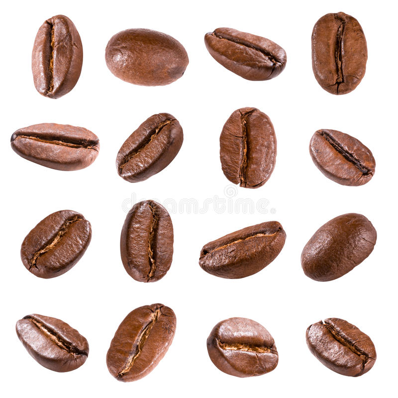 Grains de café d'isolement sur le blanc photographie stock