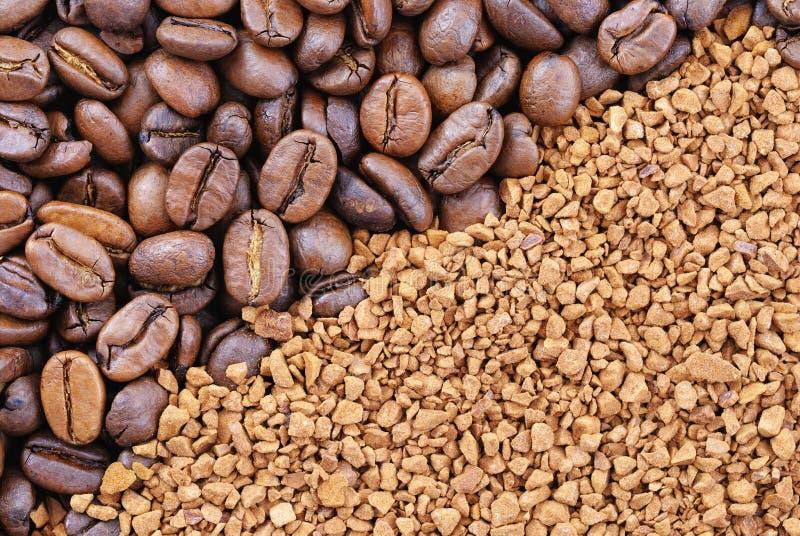 Grains de café et granules photos stock