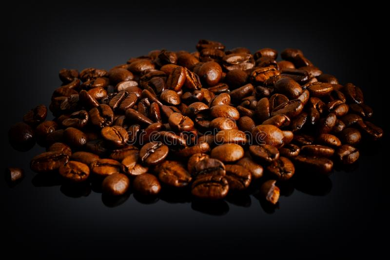 Grains de café rôtis photographie stock