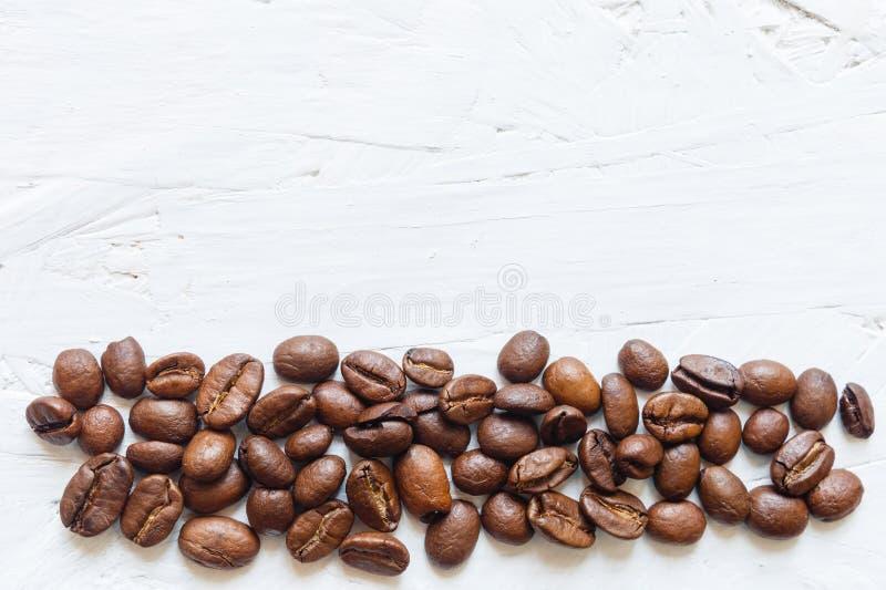 Grains de café rôtis images stock