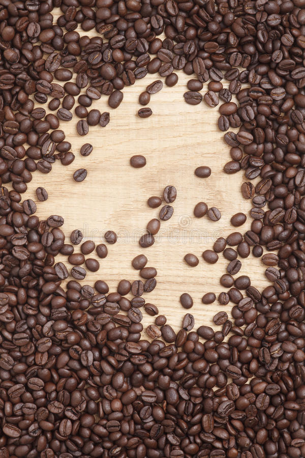 Download Grains De Café Sur Un Fond En Bois Photo stock - Image du caféine, catalogue: 45360186