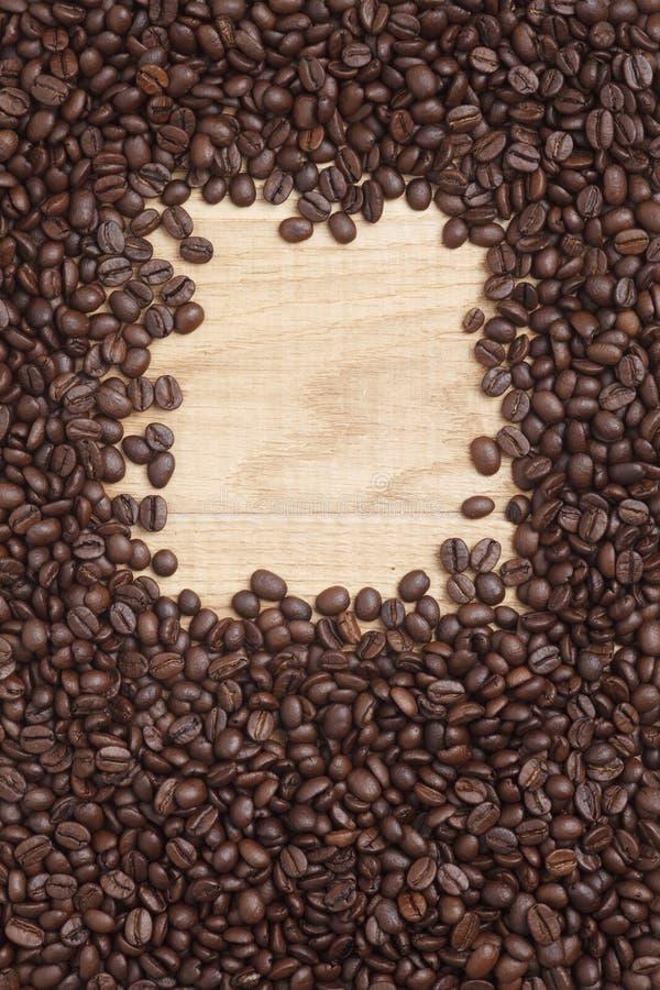Download Grains De Café Sur Un Fond En Bois Image stock - Image du catalogue, graine: 45360193