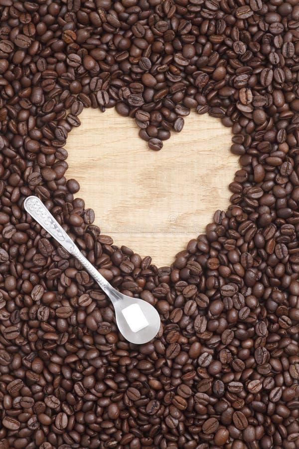 Download Grains De Café Sur Un Fond En Bois Image stock - Image du café, haricot: 45360207